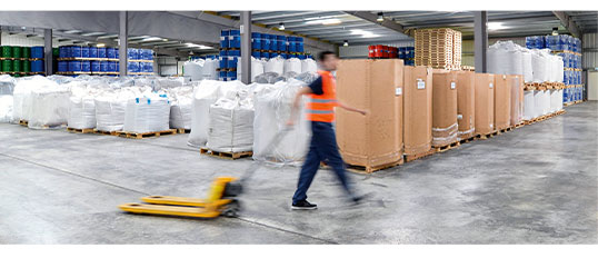 Transport bulk bags to the discharging station with a pallet jack